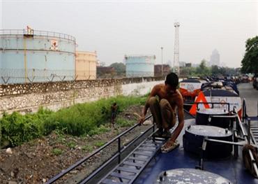 الهند تمنع وصول النفط الإيراني إلى الروس