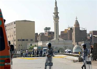 حارس كنيسة يطلق النار على اثنين من الأقباط في جنوب مصر