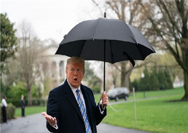 ترامب غاضب من كورونا ويرفض الإغلاق الإقتصادي رغم وفاة 2100 بالفيروس