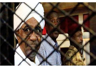 السودان يقول ثلاثة من كبار أعضاء نظام البشير المسجونين أصيبوا بكورونا
