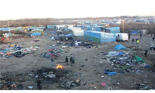 محكمة فرنسية تلغي حظر توزيع الأطعمة على اللاجئين بكاليه