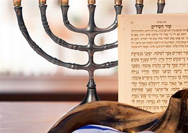 الصهاينة يهودون القضاء والفن