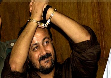 محمود عباس ومروان البرغوثي: كيف ينظر كلاهما للآخر؟