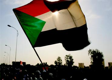 رفع العقوبات عن السودان.. العصا والجزرة