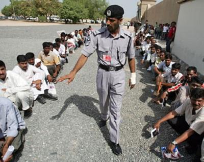 """العمالة الإمارات يعاملون مثل"""" العبيد"""" 2014283.jpg"""
