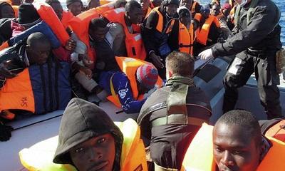 مهاجرا أمام السواحل الليبية 2014168.jpg