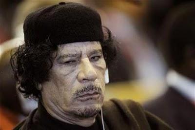 القذافي أوفد مدير مكتبه إلى تونس ومالي لترتيب إجراءات خروجه
