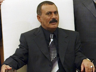 محاولات أمريكية خليجية لإقناع صالح بعدم العودة إلى اليمن